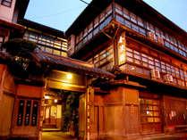 ★外観。創業当時の面影を多くのこす当館は、国指定の有形文化財に登録されています。