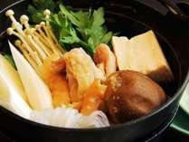 【しゃも鍋】旨味溢れる出汁とプリプリの身がたまらない、アツアツのしゃも鍋です。