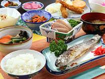 【ご夕食一例】地元食材中心!ボリューム満点、母ちゃんの手料理「高原のごはん」