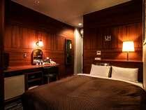 室内は落ち着いた照明で、ごゆっくりと寛げるお部屋となっております。