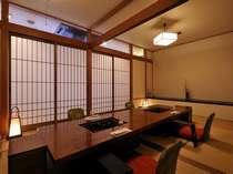 プライベート空間の個室料亭てゆったりお食事を