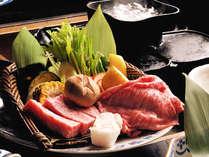 【お食事・山が焼き】飛騨牛はステーキとしゃぶしゃぶが同時に味わえる「山が風囲炉裏会席」で(一例)