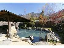 【温泉・大浴場】秋の紅葉と露天風呂