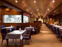 訪れるたび、空間を彩るギャラリーのようなレストラン本格和食と本格フレンチを同時に幅広く楽しめます。