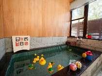 プレンティエフ自慢の貸切風呂。天然鉱石をふんだんに使った人工温泉は滞在中何度でも!