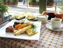 手作り朝食無料サービス。 忙しい1日の始まりは美味しい朝食から。 朝食時間帯 am6:30~am8:30