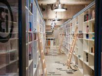 多くの本に囲まれた空間