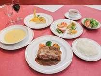 *夕食一例/一品一品にこだわったオーナー自慢のコース料理は代々受け継がれているレシピで作っています。