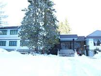 *外観・冬/神城駅、白馬五竜スキー場エスカルプラザまでともに車で2分の好立地!