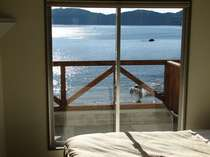 洋室部屋から見える海
