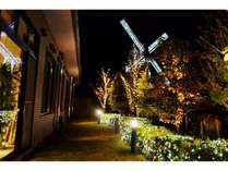 ○ホテルすぐそばの風車がイルミネーションで輝く