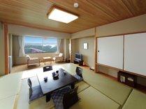 【和室】お部屋の広さは10畳です!おち着いた雰囲気で安らぎと寛ぎを提供します♪