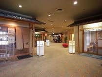 【ぶらり横丁】1階にある和食処の店舗が集う横丁です。和食会席から居酒屋風までご用意いたしております。