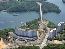 ◆ホテル景観◆的矢湾の青と山々の緑に囲まれたホテルです♪自然いっぱいのホテルでお待ちしております!