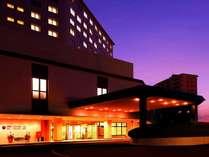 【ホテル景観】自然に囲まれたホテルの夜は静かです♪都会の喧騒から離れて自然の音をお愉しみください。