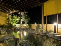 【露天風呂イメージ】大浴場併設の露天風呂では、和風庭園と空を眺めながら心ゆくまでお寛ぎいただけます。