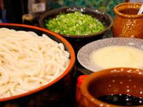 【朝食会場】伊勢志摩の名物「伊勢うどん」太くて柔らかい麺と濃いタレが特徴です。(写真はイメージです)