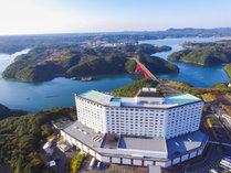 【景観】ホテルから志摩スペイン村までは的矢湾に架かる的矢大橋を通ってお車で約5分!