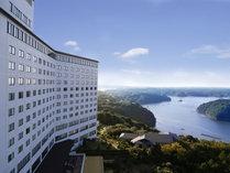 【ホテル景観】ホテルの窓からの景色です。海側のお部屋からは美しい的矢湾の景色をご覧いただけます。