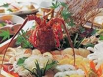 [写真]伊勢海老&ひらめプランの夕食一例(活造りは2・3名盛)