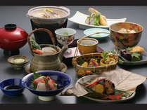 四季折々の旬が織りなす京料理を心ゆくまでお楽しみ下さい。