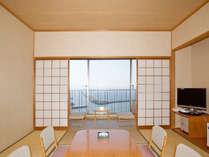 眼下に広がる大海原の絶景を!和室のお部屋です。バスは付いておりません。