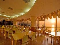 夕日でオレンジに染まるレストラン海香亭(まりんかてい)。