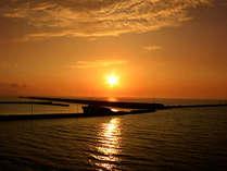 全室オーシャンビューの客室からは地平線に沈む美しい夕日をご覧いただけます。