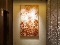 FORZASTYLE/ホテル内に飾られたシルクスクリーンはフォルツァ博多オリジナル