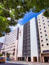 福岡空港地下鉄5分、博多駅徒歩1分。竹下通り側外観