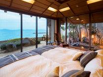 ■壷中庵スイート[露天付]-KOCHUAN SUITE-■~碧水の間~ ベッドに横になって眺める三河湾の絶景
