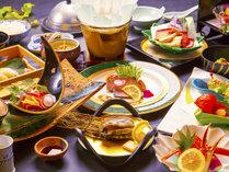 """あわびやエビなど三河湾で獲れた新鮮な""""海の幸""""。料理長が厳選した旬の食材が織りなす【会席料理】"""