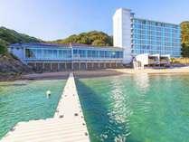 南郷プリンスホテルのプライベート感たっぷりのビーチ。心地の良い波の音に癒される・・・