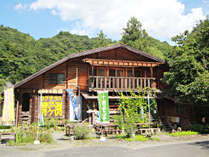 【外観】久慈川のそば、自然に囲まれたログハウスです♪