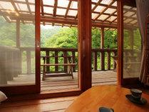【客室一例】大自然を眺めながらくつろぐひととき…