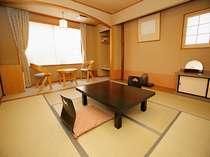 明るい和室8畳 バス・トイレ、冷暖房  料TV 冷蔵庫 金庫