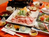 自家製米や自家製野菜、旬の地の食材をふんだんに使った家庭的で心温まる料理
