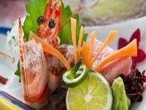 ご夕食は季節の会席料理をお楽しみいただけます。