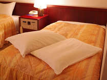 枕が合わない方に…違う硬さの枕もございます。お気軽にフロントへお申し付けください。