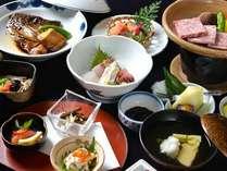 *お夕食一例/近海で水揚げされた新鮮な海の幸をふんだんに活かした会席料理。