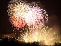 白樺湖花火大会です。毎年8月10日に開催され、ペンションからは最高の眺めです。