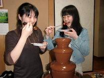 高級レストランでしか味わえない、噴水のように流れる、食べ放題のチョコレートは女性とお子様に好評です。