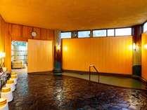 【男性大浴場】72度の塩化物泉、肌に優しいなめらかな湯
