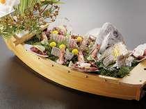 【通年】夕食別注料理:舟盛り 4人前まで ※時期により内容は異なります。