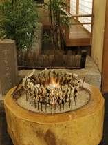 【通年】夕食:炭火焼き風景 自家製炭火を使用