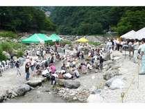 毎年7/25~8/25の間川治温泉 魚つかみ取り&炭火焼