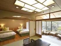 『花見亭』ツインベッド&和室 渓谷側。