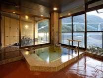 貸切風呂だんらん露天風呂、内湯もついた貸切風呂