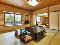 『月見亭』和室12.5畳+ツインベッド+応接間付 庭園側眺望(電車は見えません)