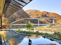 渓谷を望む絶景露天風呂
